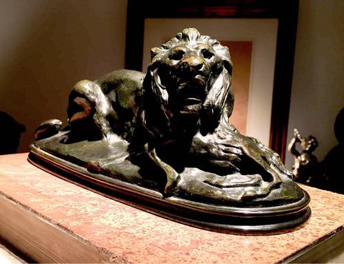 escultura bronce leon firmado por escultor francés barye