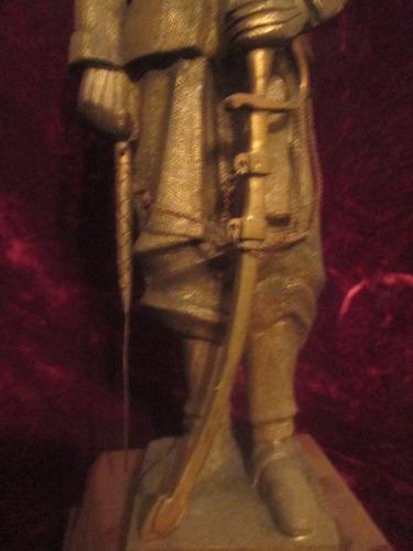 escultura bronce mazizo antiguo soldado sable espada