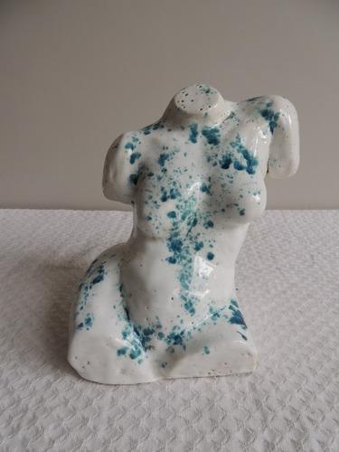 escultura de autor. torso de mujer año 1983