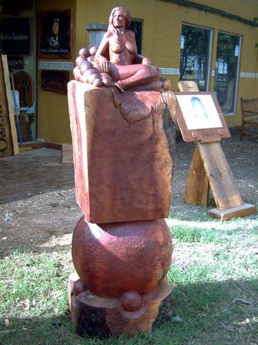 escultura de mujer tallada en madera-esculturas por encargo-