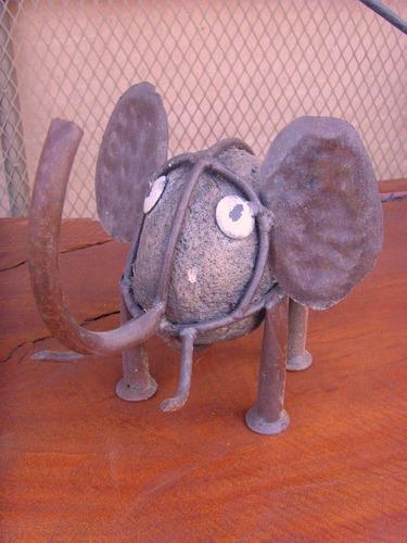 escultura elefante de piedra y hierro. unica. estilo antiguo