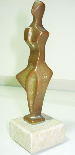 escultura em bronze assinada por crivellé - lenach