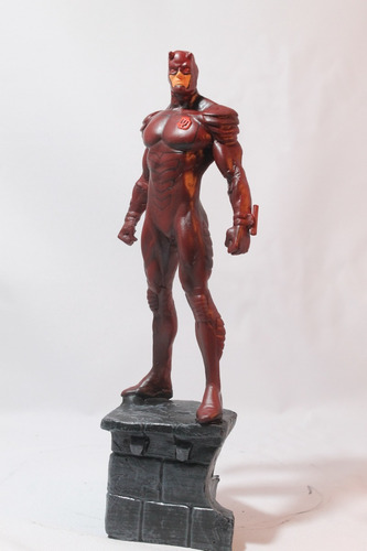 escultura em resina demolidor 28 cm
