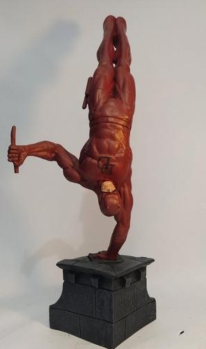 escultura em resina demolidor 40cm