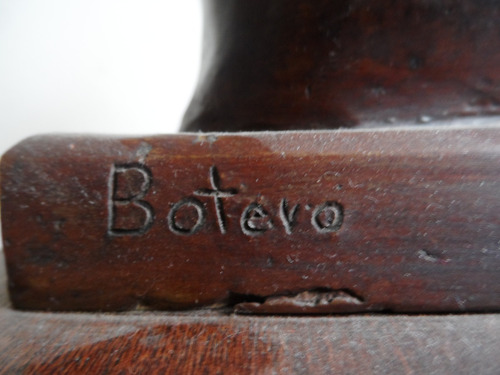 escultura en bronce mano de paz fernando botero con base