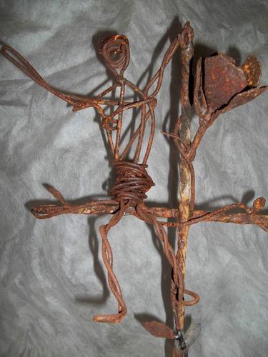 escultura en hierro reciclado -  otra resurrecion