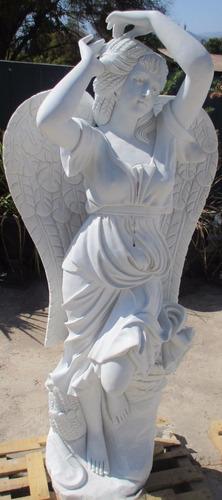 escultura  en mármol - angel del otoño