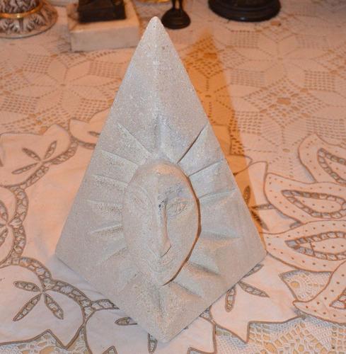 escultura en piedra de cumarebo. figura de sol y luna