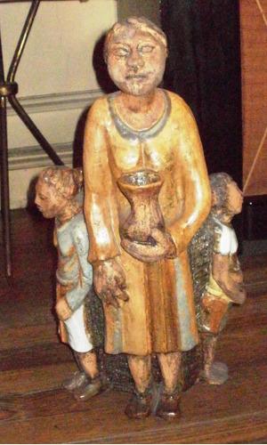 escultura estatua figura cerámica.mujer con niños