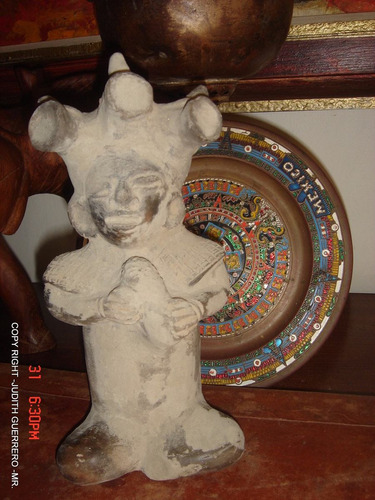 escultura  (estatuilla de cultura mexicana) antigua