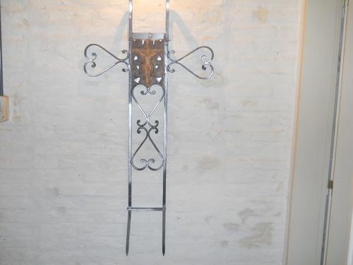 escultura hierro y madera, antigua clarazul