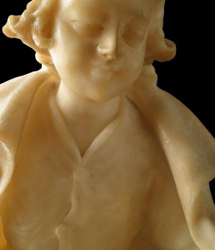 escultura italiana de alabastro  niñas caminando