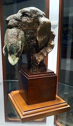 escultura perro cazador de m. zamora