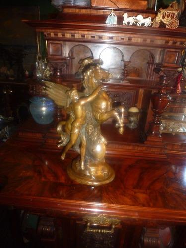 escultura perseo pegaso medusa en bronce antiguo