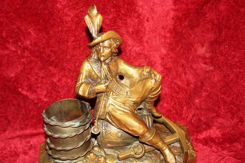 escultura  pirata de bronce antiguo