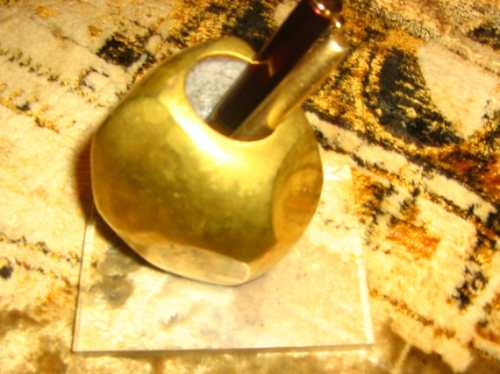 escultura  porta canetas bronze  suporte de acrílico