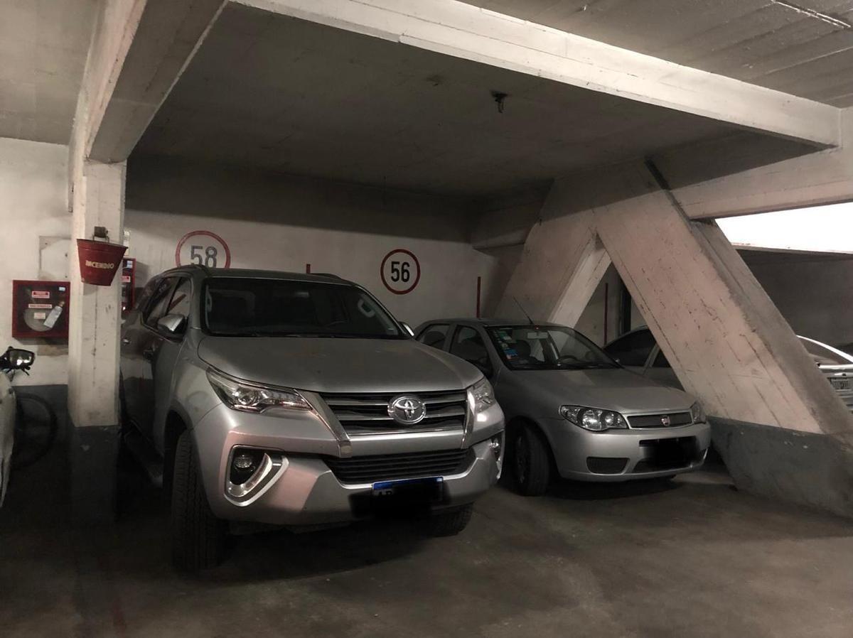 espacio de cochera en venta en playa de estacionamiento, excelente cuadra de recoleta