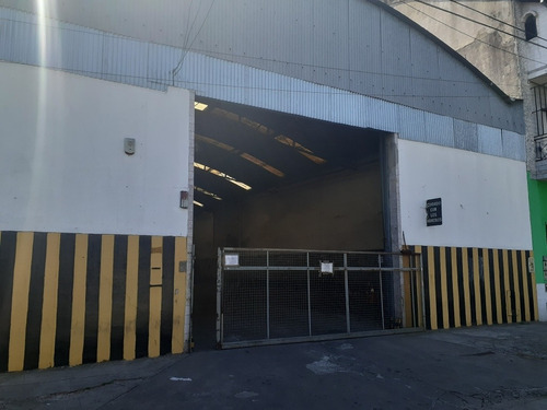 espacio para almacenamiento o mercaderia en transito