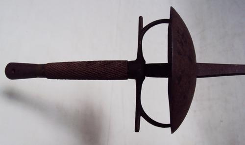espada antiga de esgrima em ferro cabo de madeira decorada