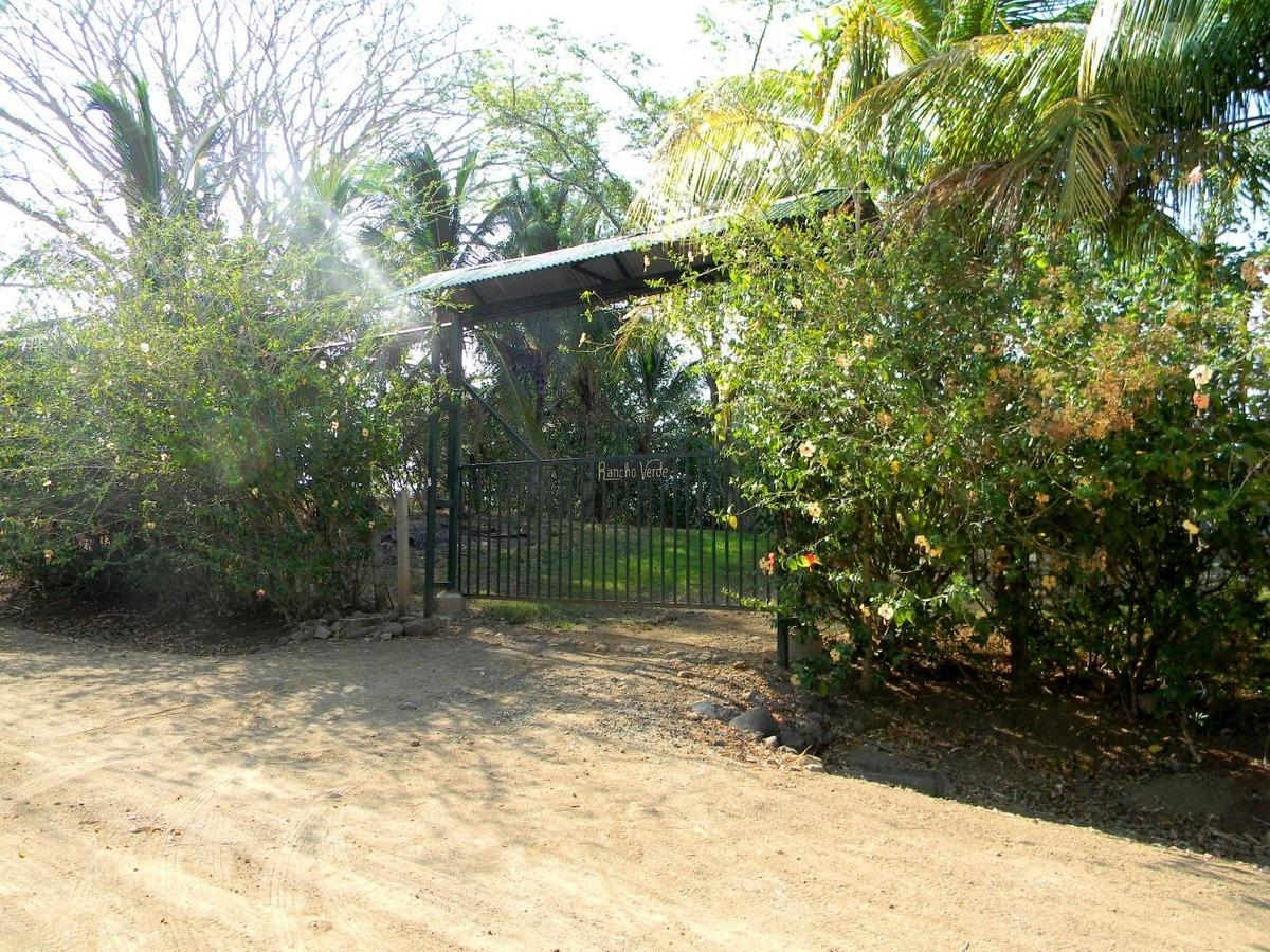 esparza-hermosa propiedad con piscina en ambiente natural.