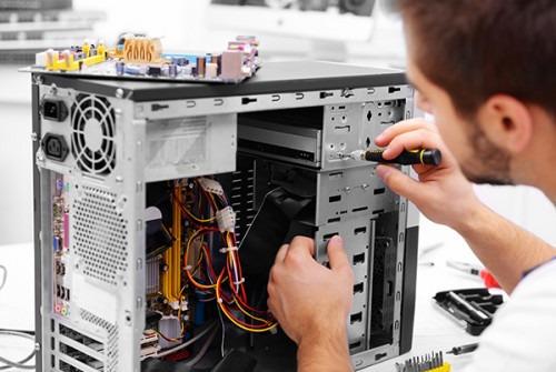 especialista em manutenção de computadores e serviços de ti