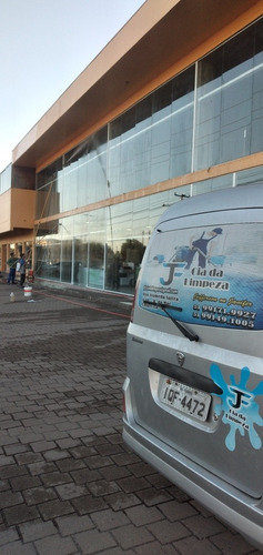 especializada na limpeza pesada ,pós obra e industrial