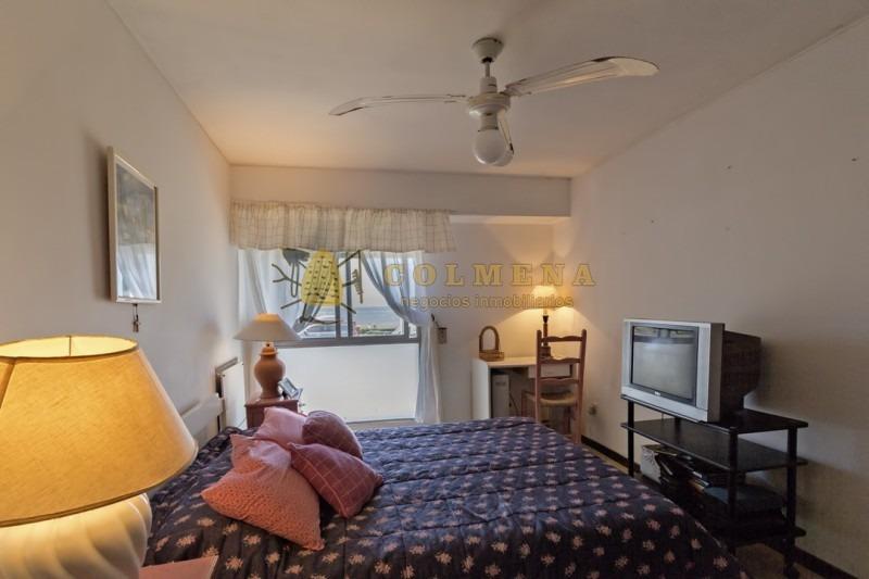 espectacular apartamento de 3 dorms en edificio a metros del mar- ref: 1492