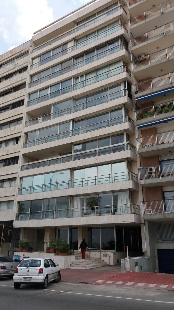 espectacular apartamento frente a la rambla de pocitos