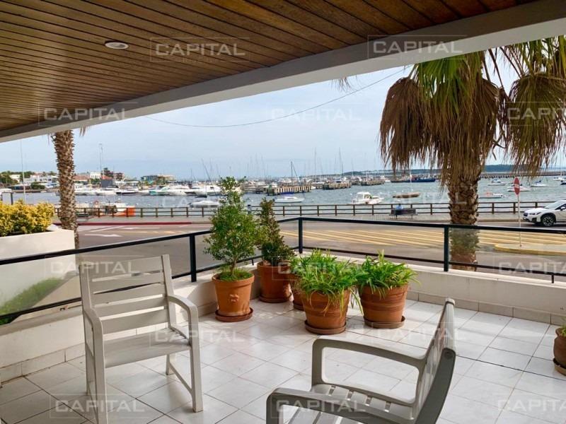 espectacular apartamento frente al puerto con vista al mar, punta del este -ref:26044