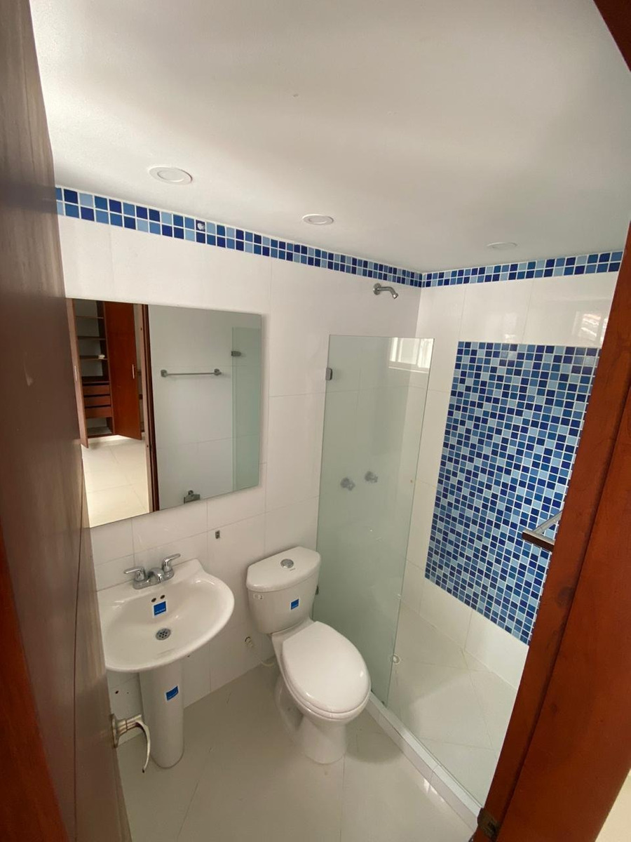 espectacular casa 4 habitaciones 5 baños , agua propia