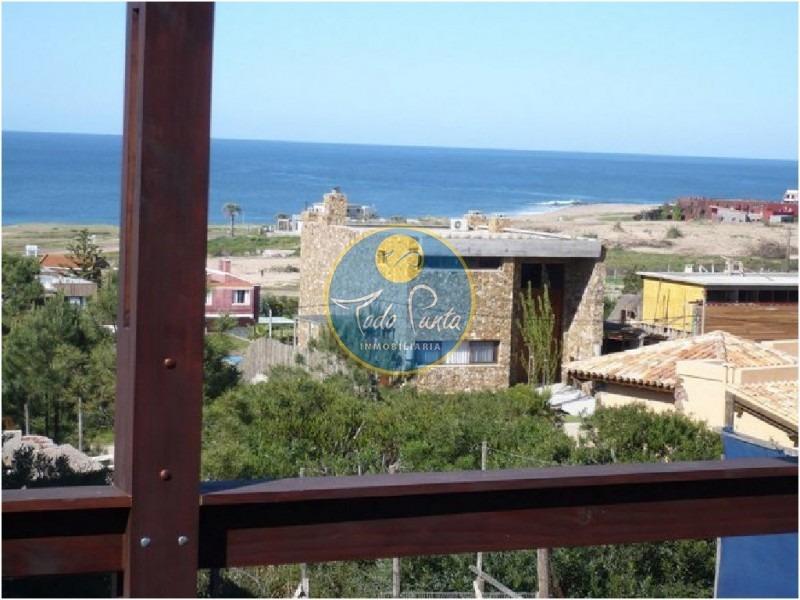 espectacular casa, a metros del mar, alquiler- ref: 4272