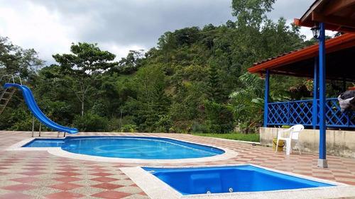 espectacular casa campestre con piscina en la mesa cund