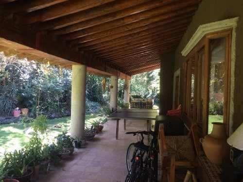 espectacular casa con gran jardin y rio interior