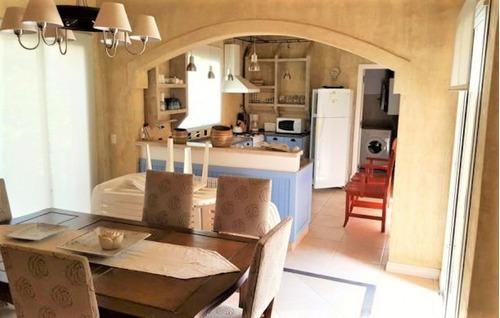 espectacular casa con múltiples detalles de categoria