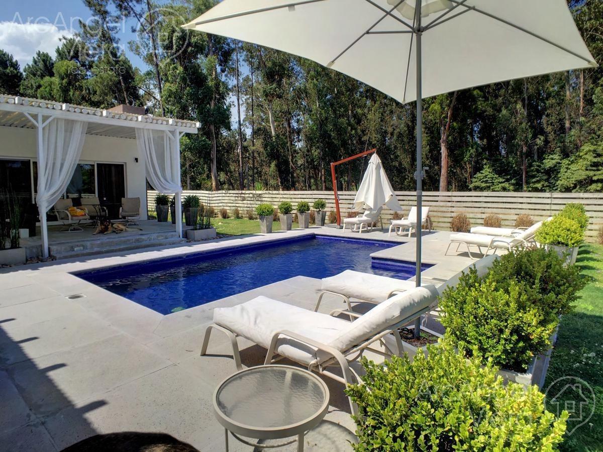 espectacular casa con piscina en alquiler ,  venta en  parque burnett , pinares-   punta del este