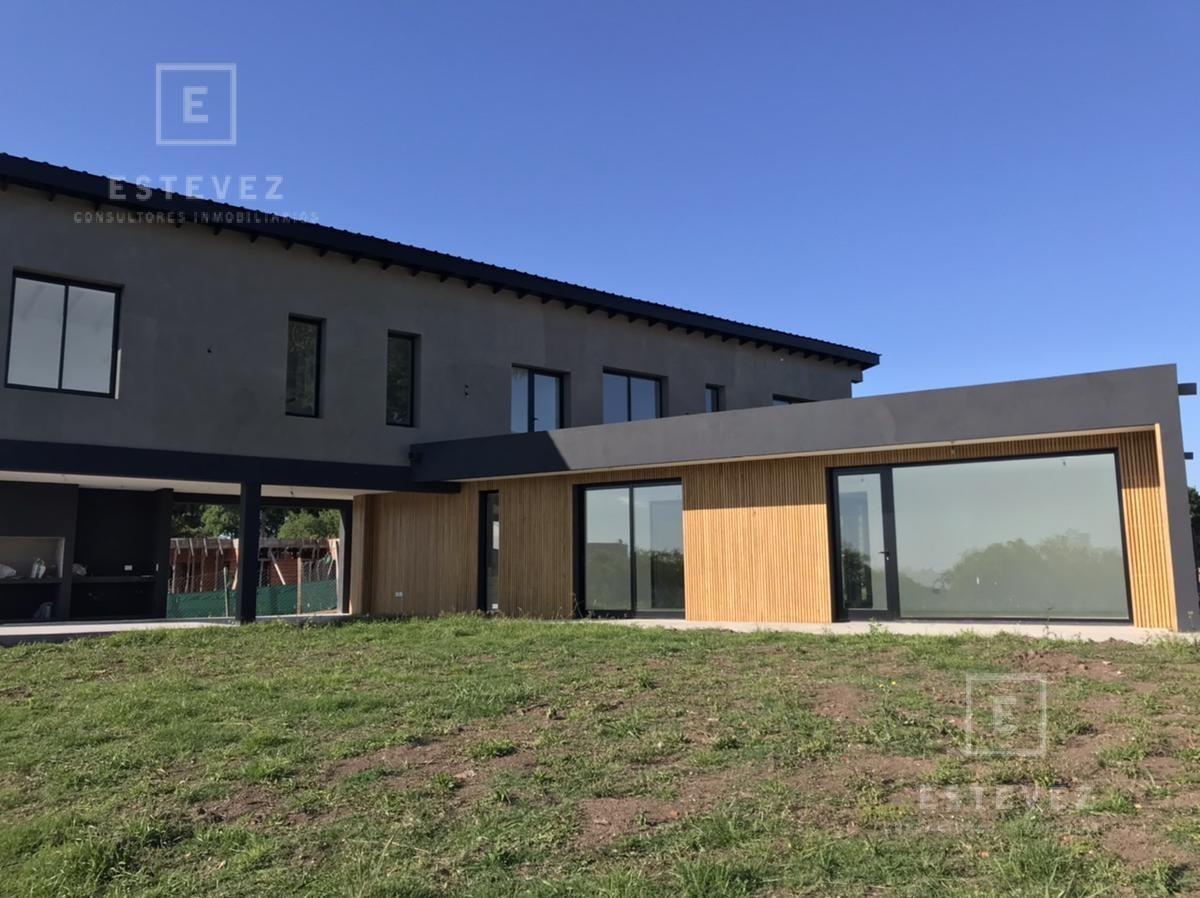 espectacular casa con vista al lago. zona de arboles. maschwitz