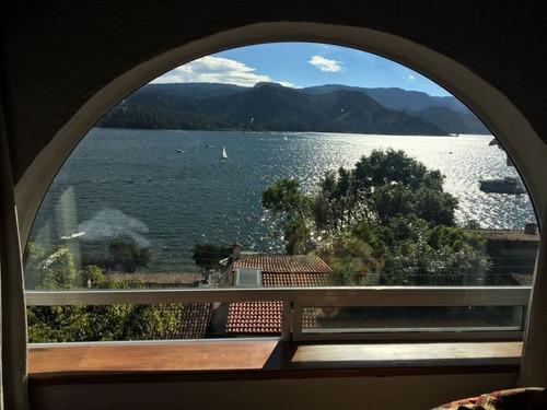 espectacular casa con vista privilegiada al lago