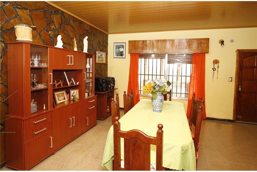 espectacular casa de 3 ambientes con 2 garajes