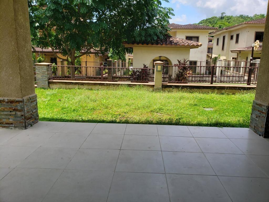 espectacular casa en alquiler en clayton panamá cv
