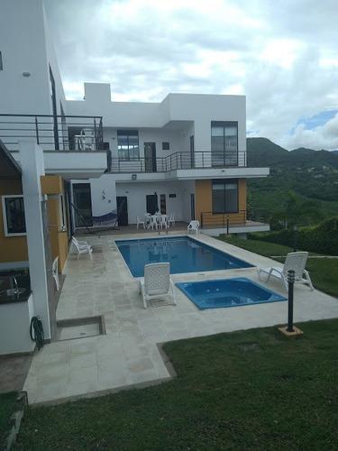 espectacular casa en anapoima con piscina