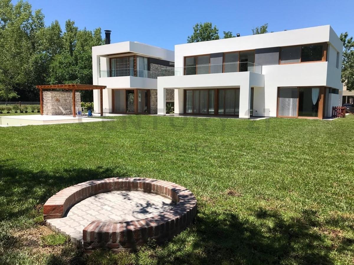 espectacular casa en grand bell, calidad y diseño