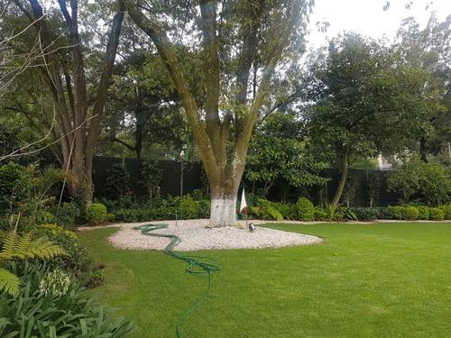 espectacular casa en una planta gran jardin