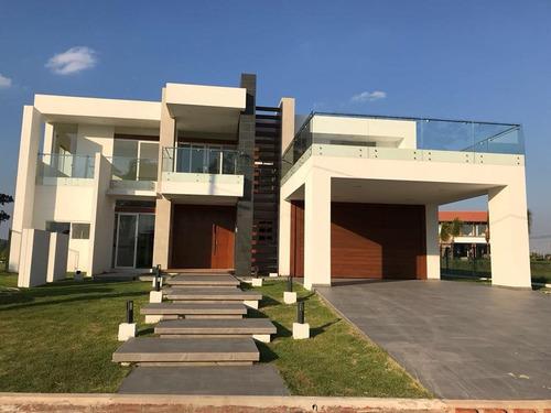 espectacular casa en venta en colinas el paraiso - urubo
