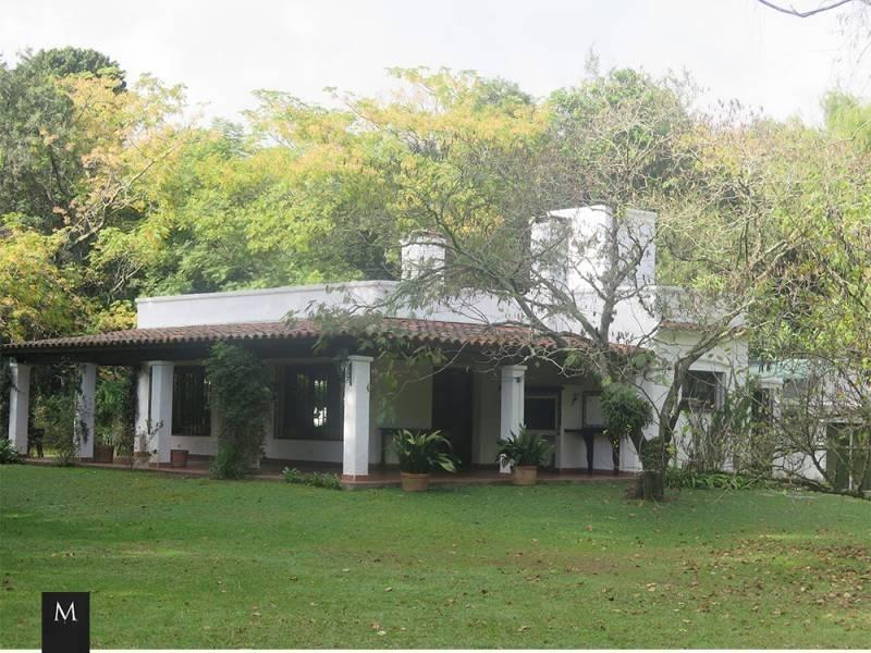espectacular casa quinta en barrio freixas