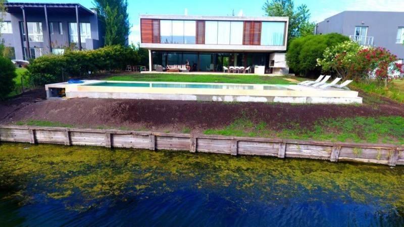 espectacular casa racionalista en cabos del lago