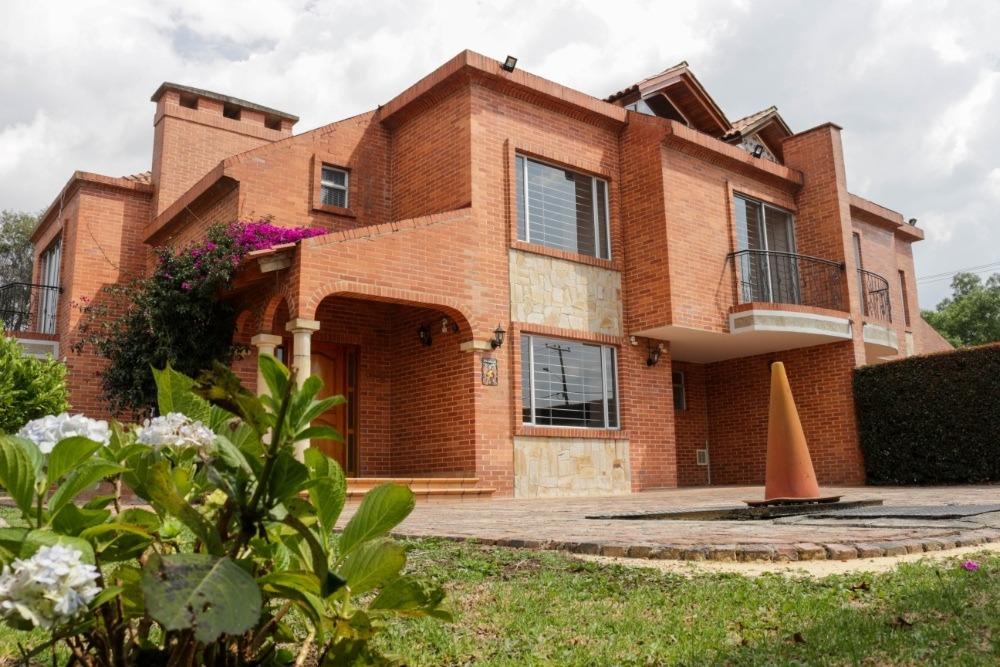 espectacular casa, ubicada en chía, sector delicias.