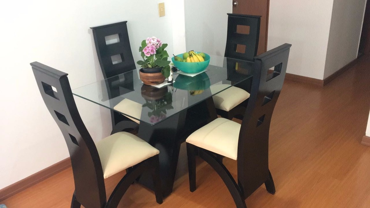 espectacular comedor en madera con mesa de vidrio o de