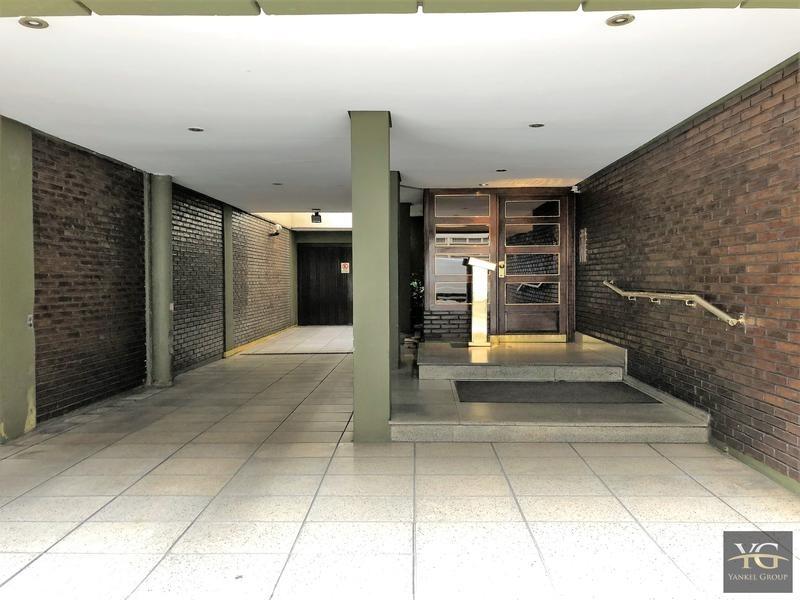 espectacular departamento 4 ambientes con dependencia y cochera en balvanera seguridad 24hs.