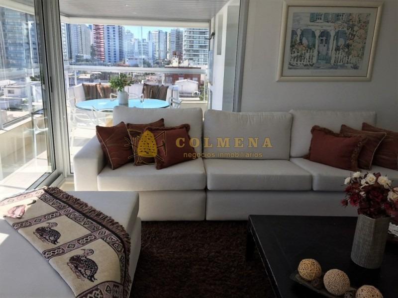 espectacular departamento a metros de playa mansa - ref: 1316