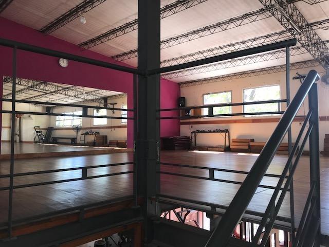 espectacular gimnasio en belvedere (o gran galpón varios rubros)